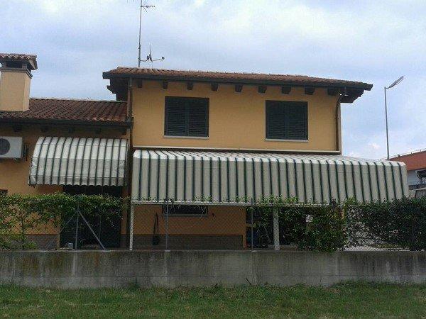 Tende da sole a bracci colorate a Ravenna