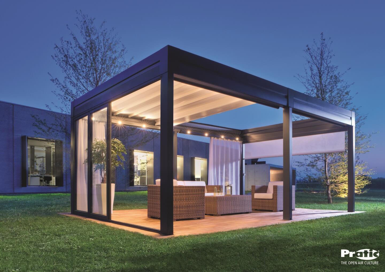 gazebo con struttura in metallo e vetri