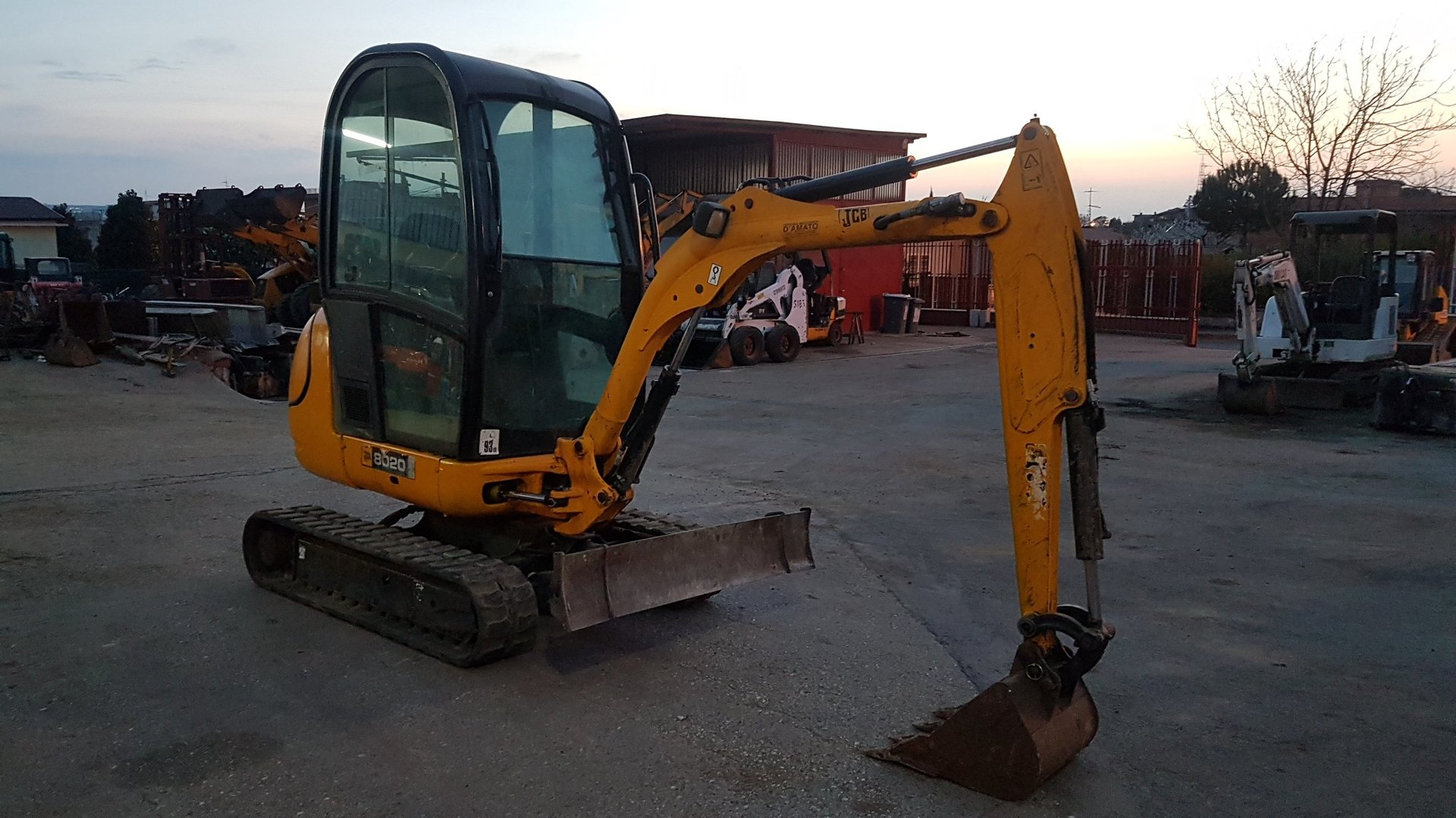 Mini escavatore jcb 8020