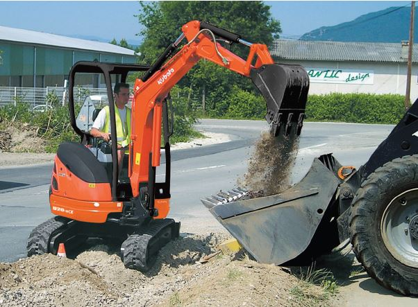 mezzi e attrezzature edili Kubota
