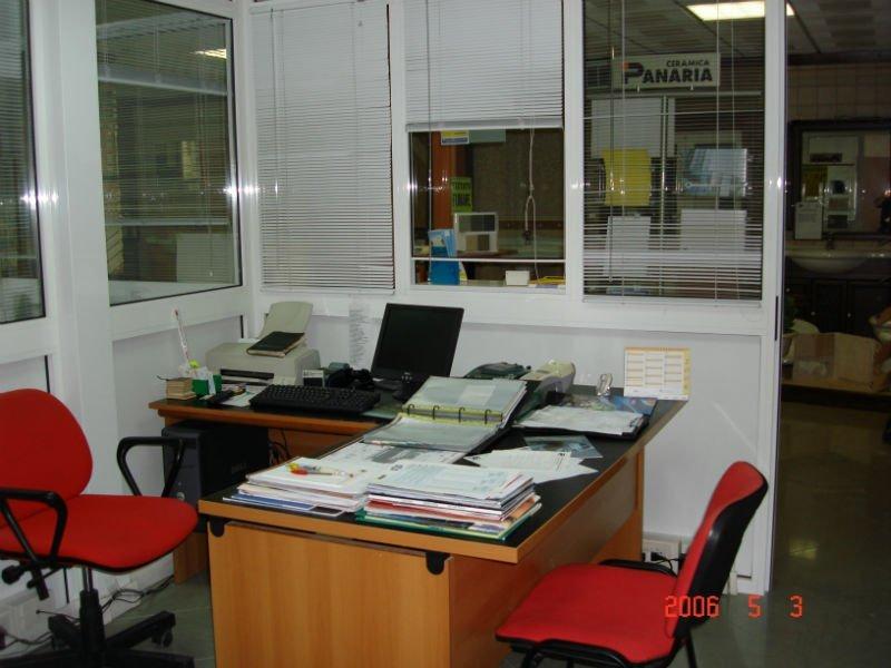 una scrivania angolare