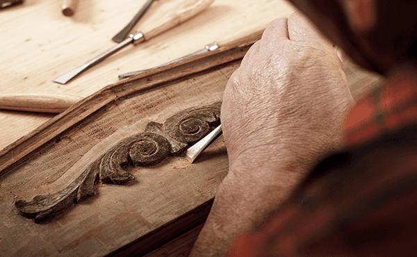 Restauro e ripristino dei mobili vecchi da un falegname a Napoli