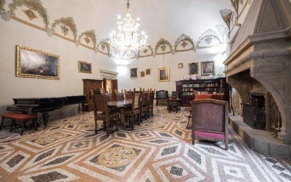 Salone con camino Casa di riposo Francescana