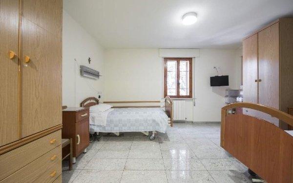 Camera arredata Casa di riposo Francescana