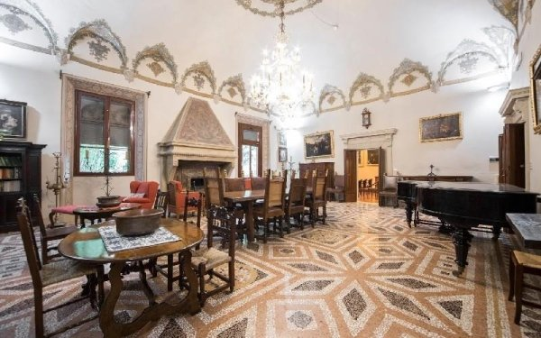 Sala con soffitto affrescato Casa di riposo Francescana