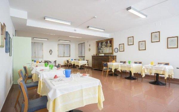 Tavoli sala da pranzo Casa di riposo Francescana