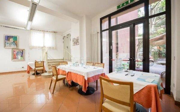 Sala con tavoli Casa di riposo Francescana