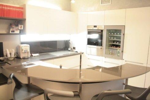 Posiamo rivestimenti specifici per la cucina