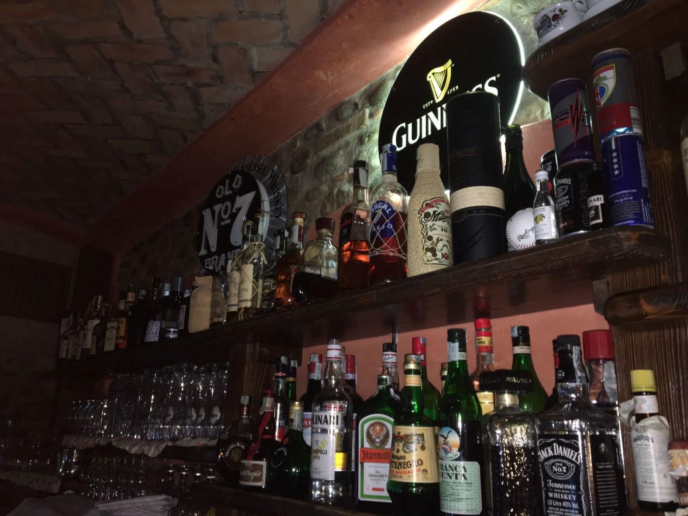 mensole con liquori