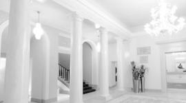 entrata con colonne in marmo, ingresso palazzo storico, androne palazzo nobile