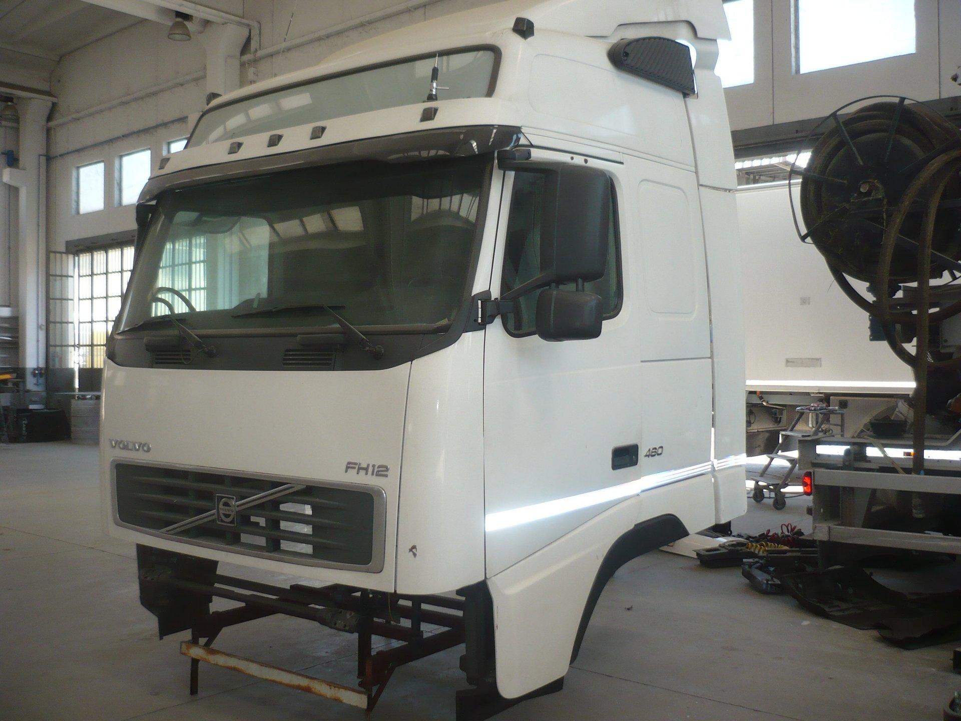 Cabina Volvo Fh V2 460 Gt Completa Vista Trequarti Smontata