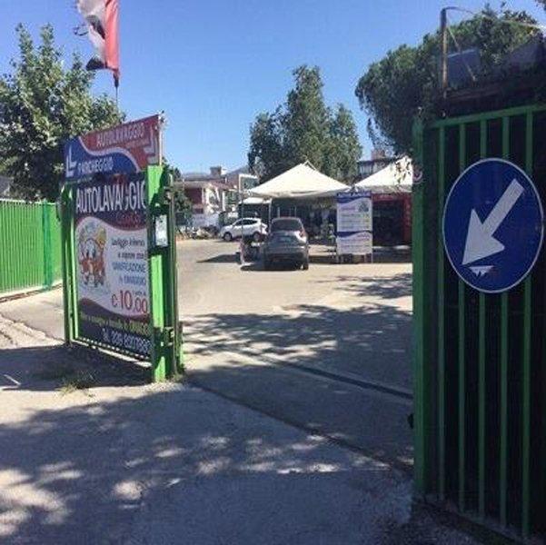 Cancello dell'azienda Autolavaggio Clean Car a Caserta