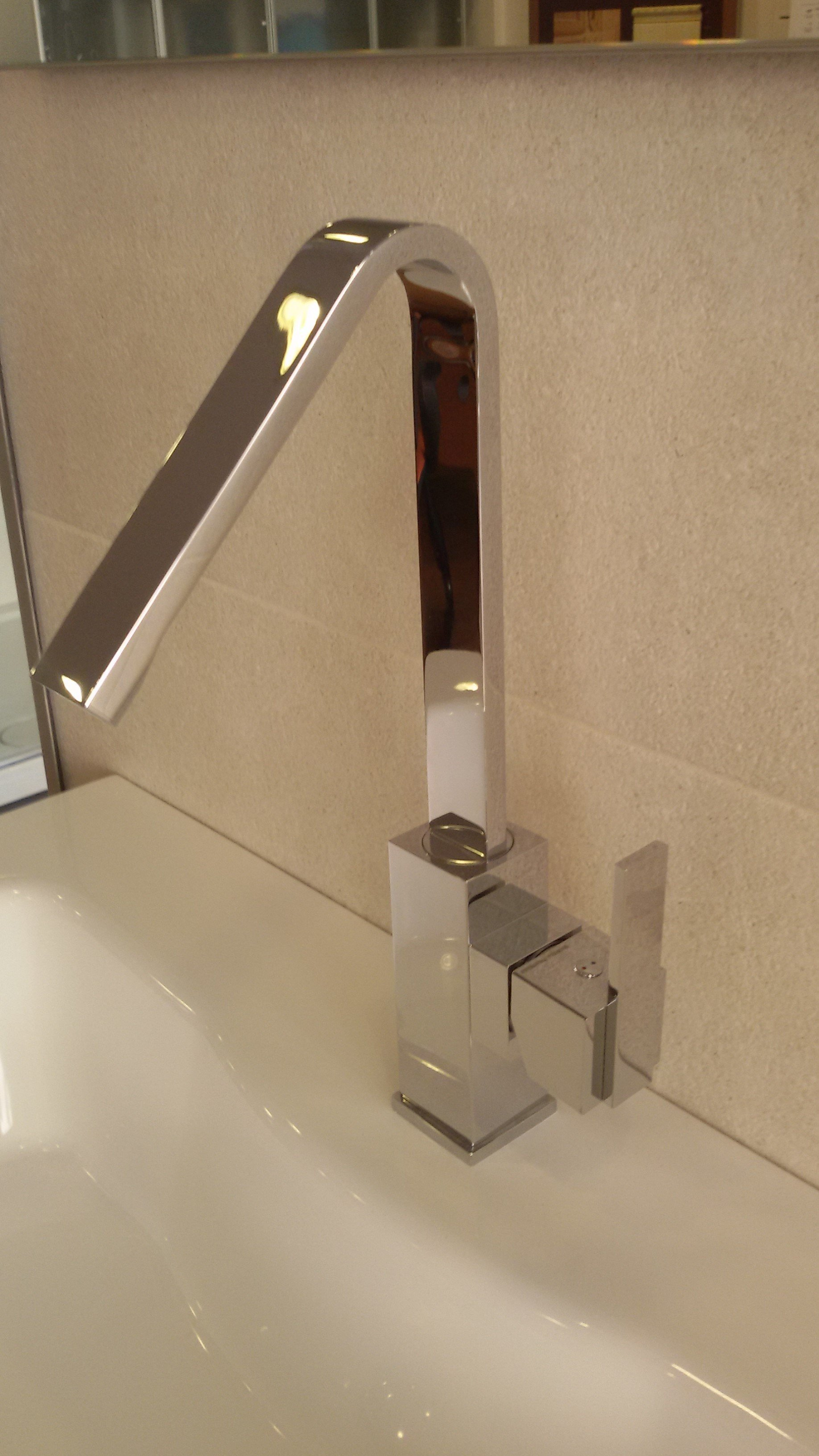 rubinetto curvo