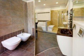 Sala mostra arredo bagno