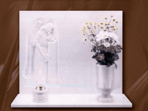 Lapide con bassorilievo in marmo bianco