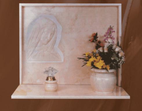 Lapide con vaso, luce e bassorilievo