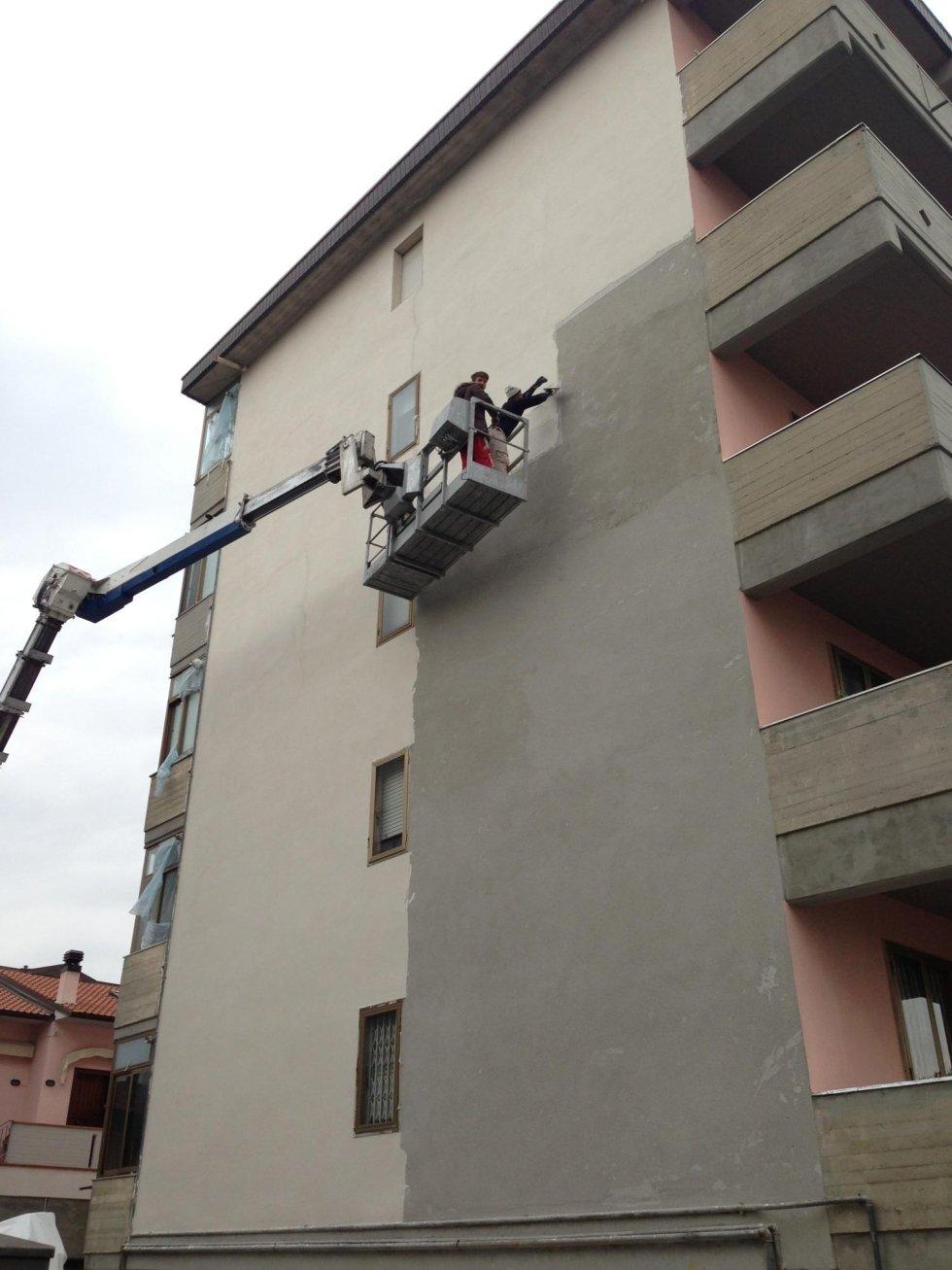 Intervento per rifacimento facciata con piattaforma aerea