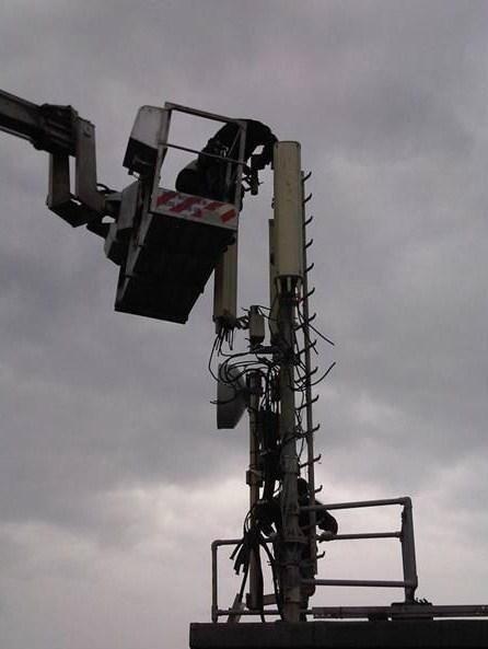 Smontaggio di tutto l'impianto tecnologico ad un'altezza circa di 29 metri