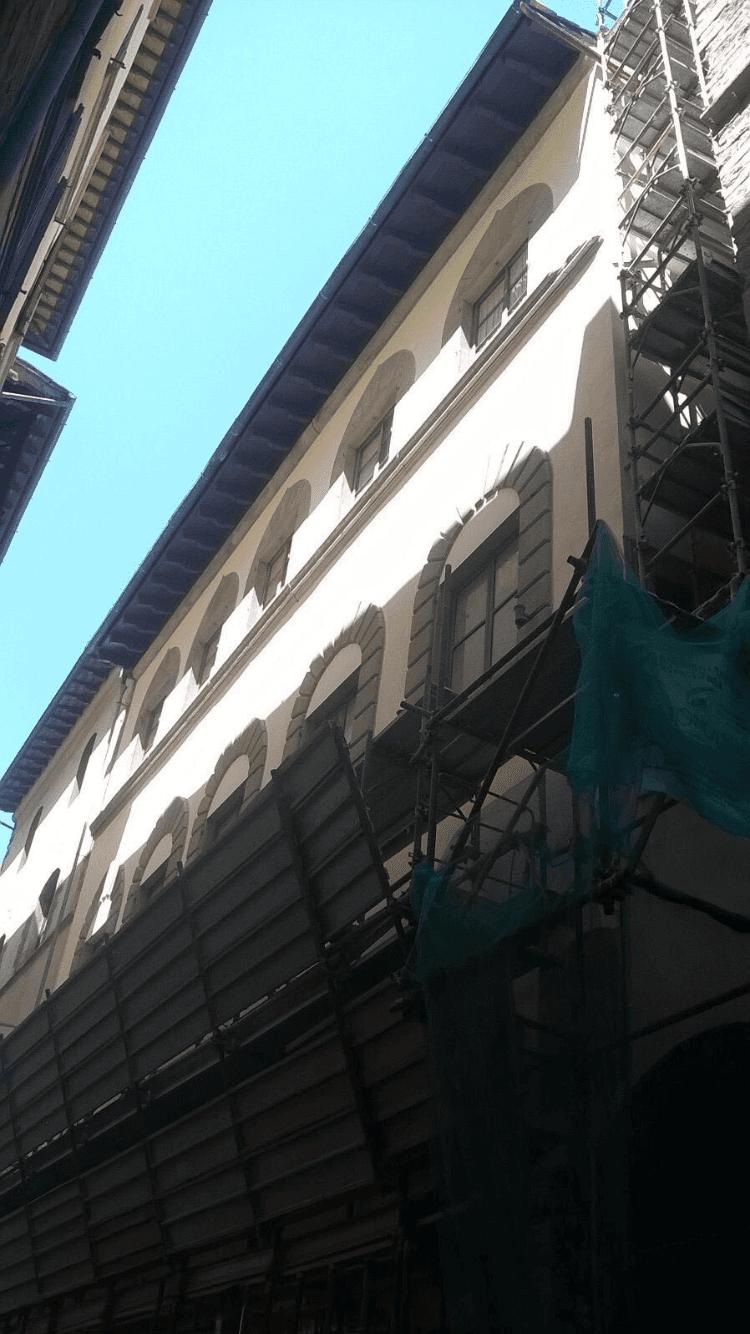 Dettaglio ponteggio per restauro facciata