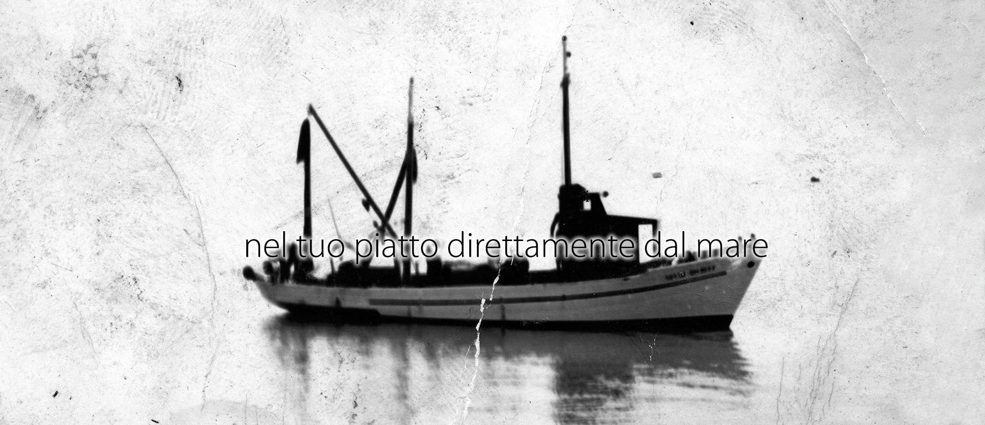 una barca e la scritta nel tuo piatto direttamente dal mare