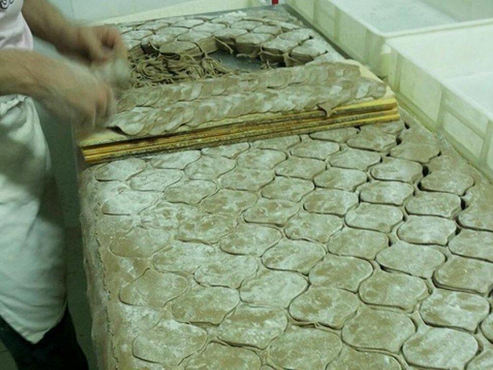 Taglio cialde cannoli