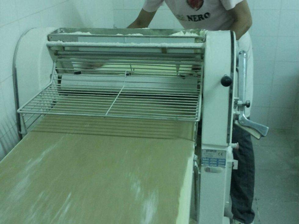 stesura pasta cialda cannolo