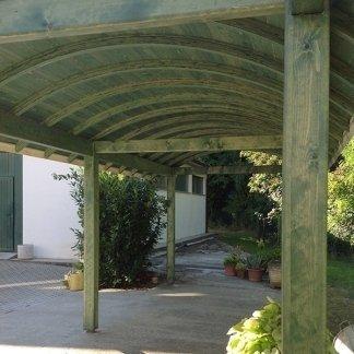 tettoia verde come copertura