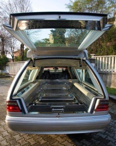Auto trasporto funebre