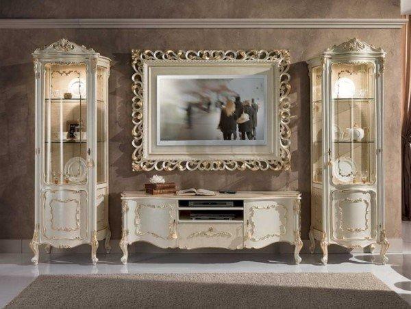 salotto classico con cornice in argento
