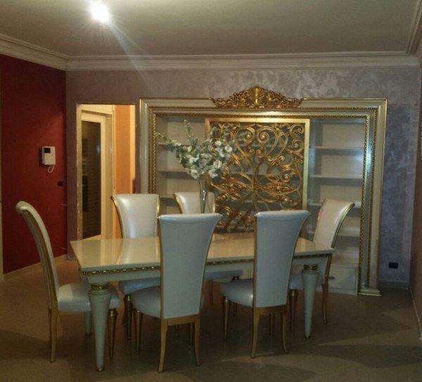 salotto classico con inserti in oro