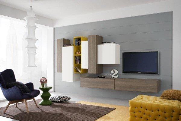 zona giorno in stile moderno in legno chiaro ed inserti gialli e bianchi