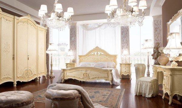 camera da letto in stile classico con comodini