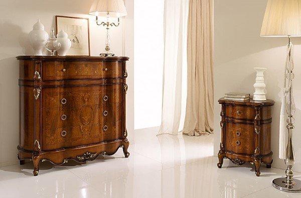 cassettiera e letto in legno in stile classico
