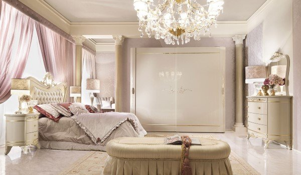 camera da letto con armadio e letto