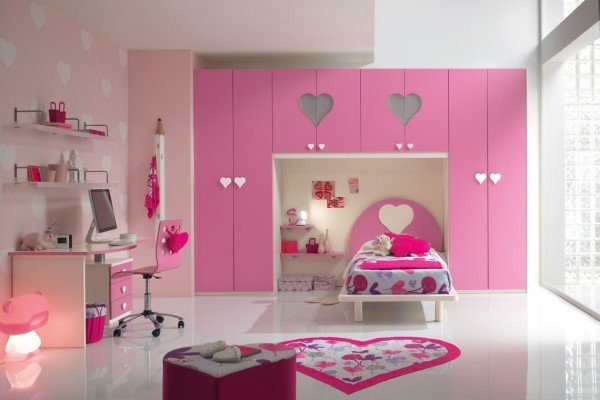 cameretta per bambina rosa con cuori