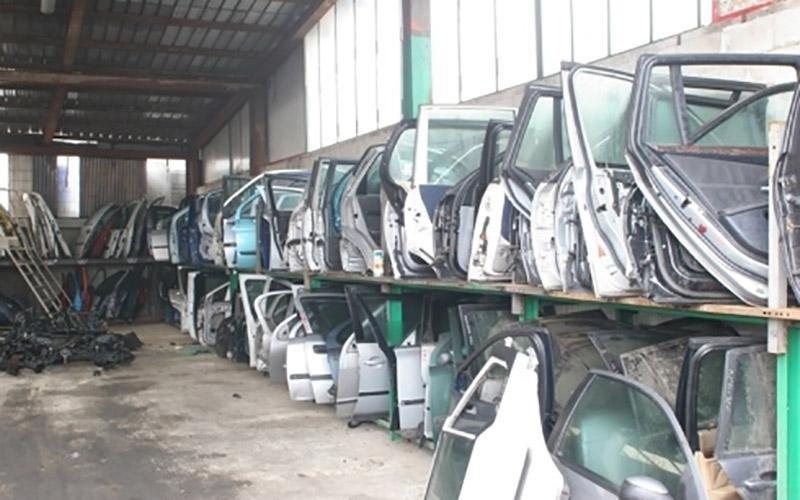 demolizioni di autobus