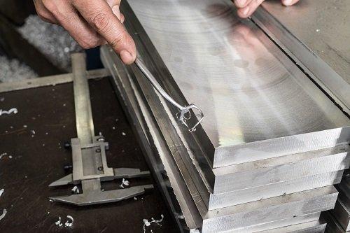 lavorazione di lastre in metallo