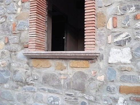 cornice in marmo