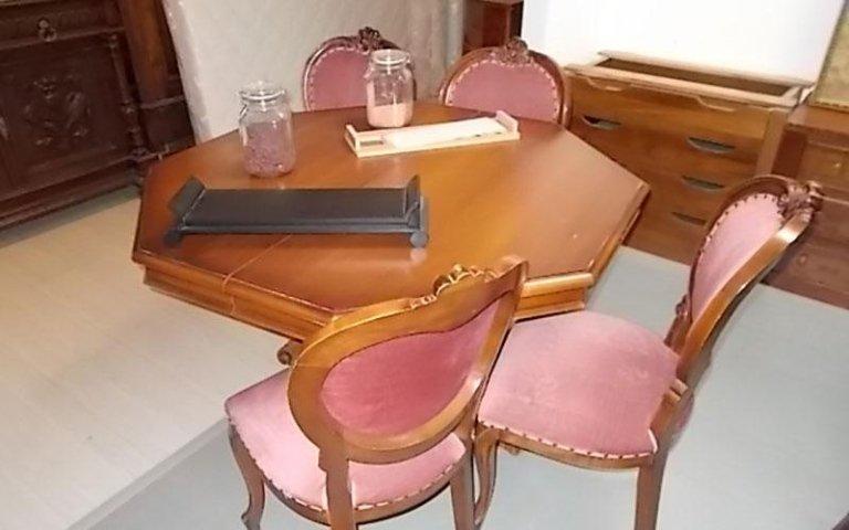 Tavolo usato con sedie