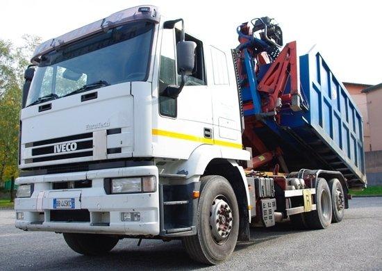 camion da trasporto visto dal lato
