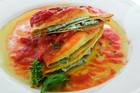 ravioloni with cheese and spinach