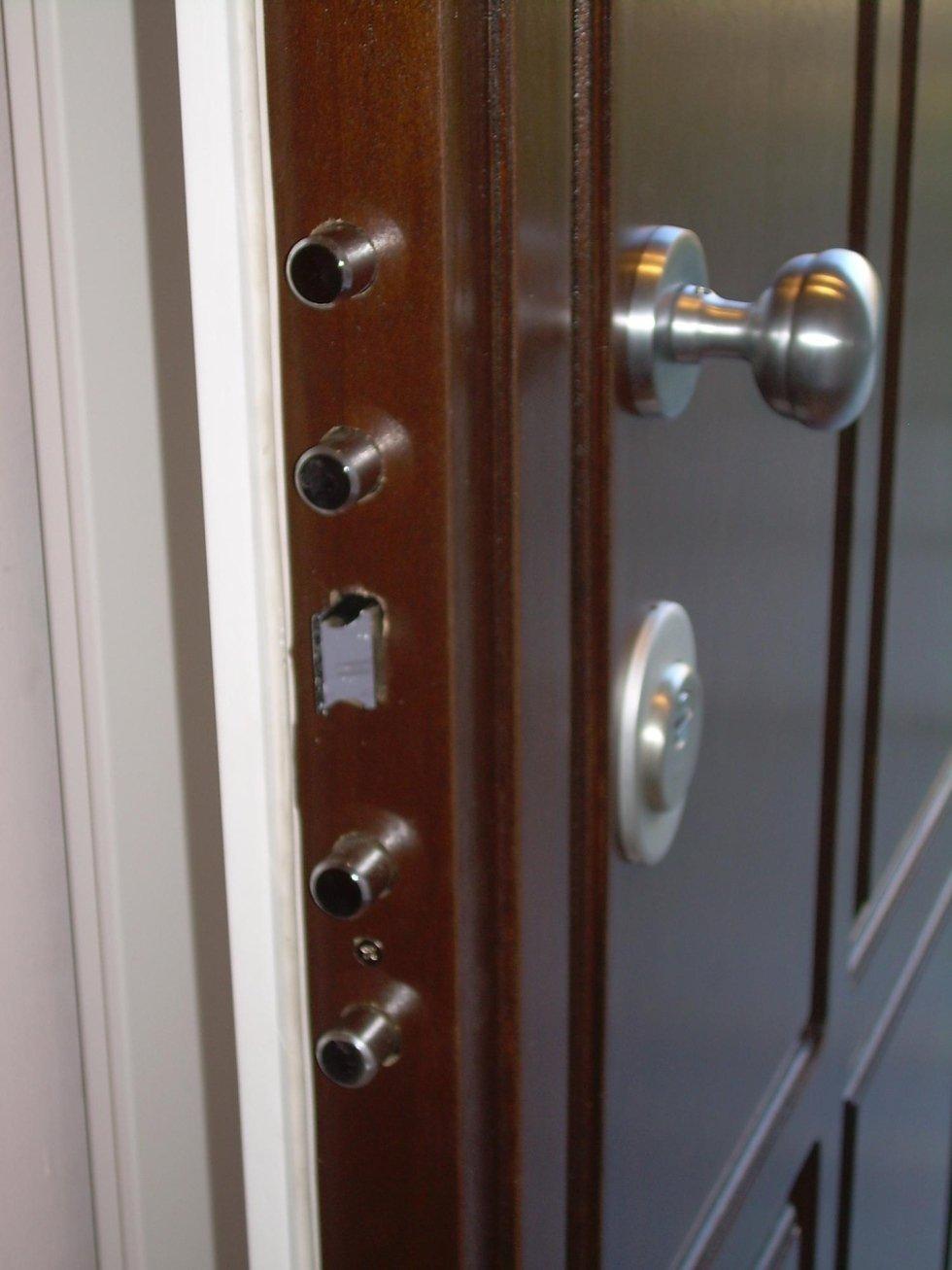 Porta con serrature a cilindro
