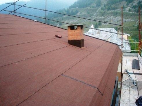 Imbermeabilizzazione tetto con guaina bituminosa ardesiata