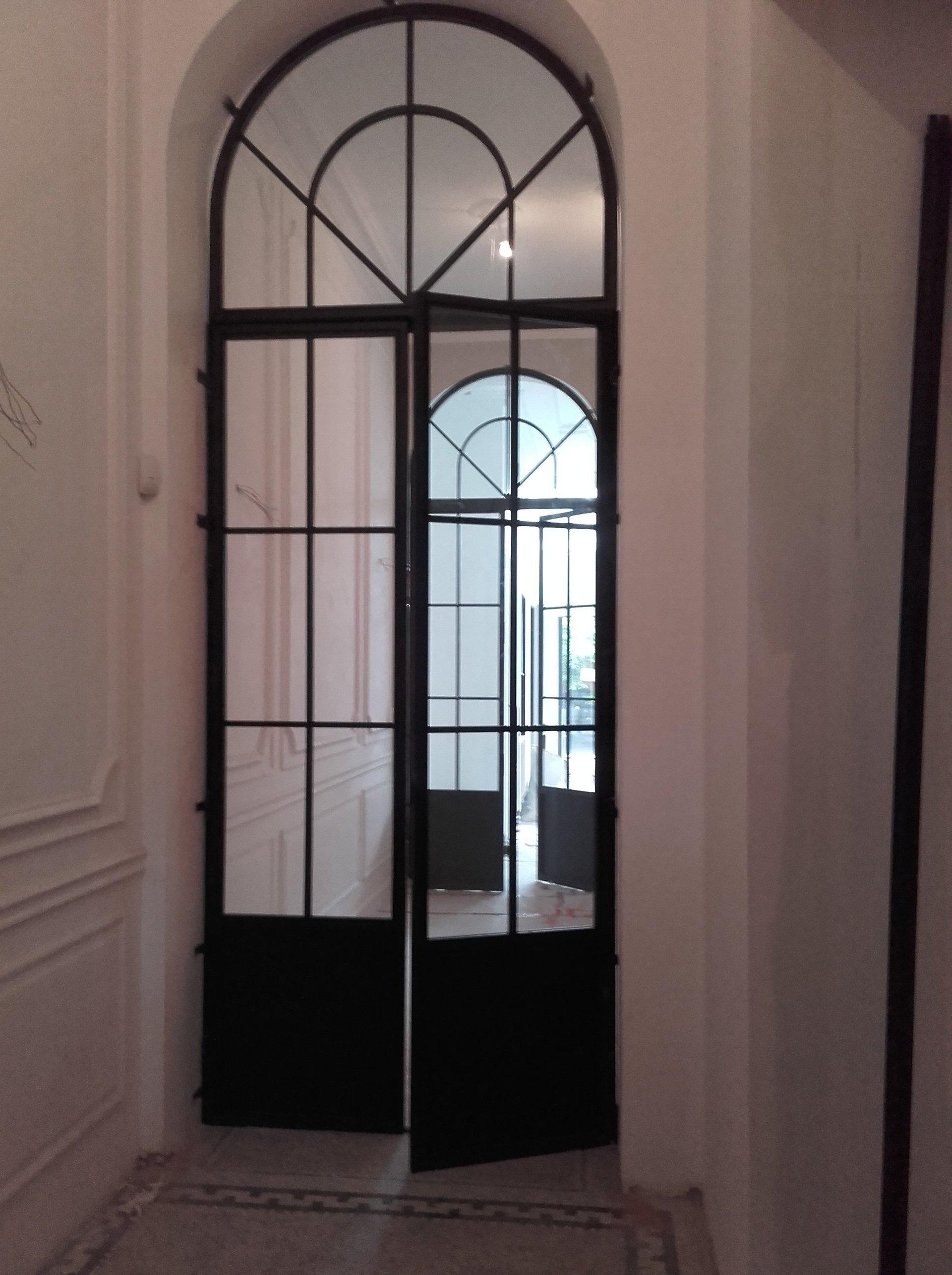 artisan du m tal construction de portes m talliques sur. Black Bedroom Furniture Sets. Home Design Ideas