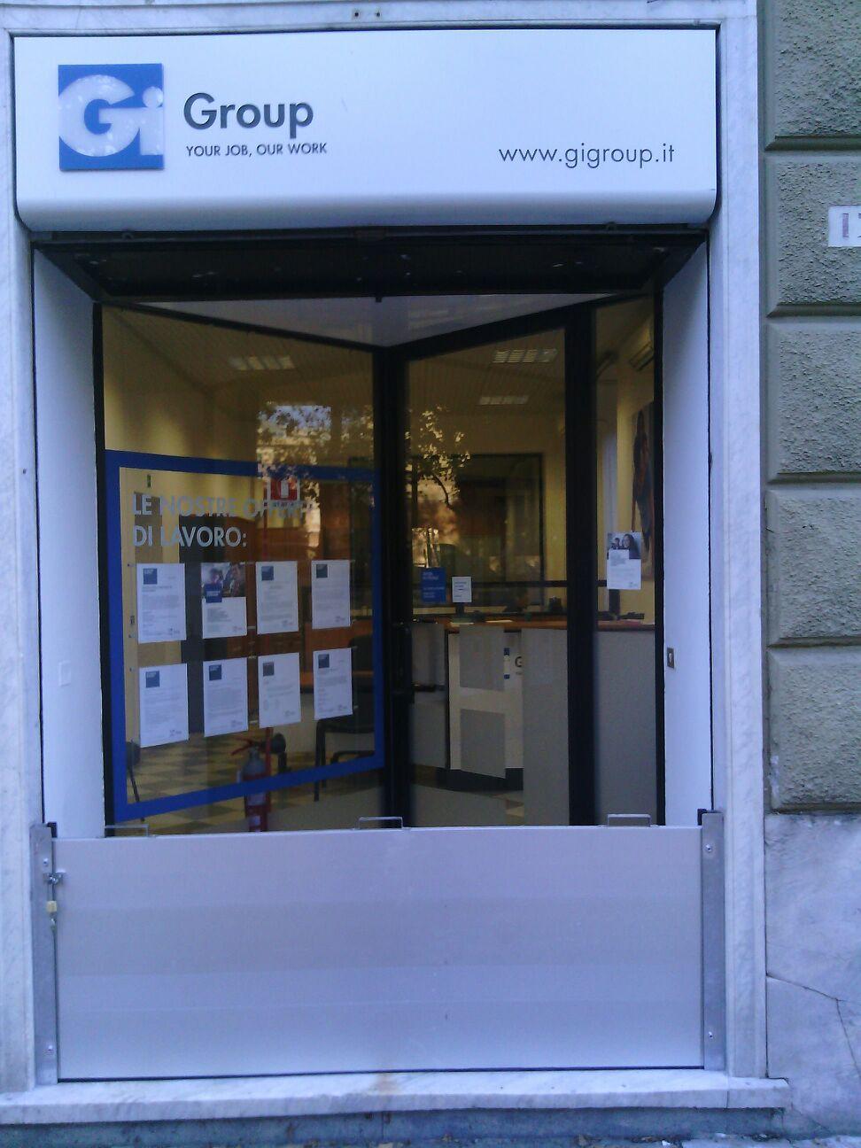 entrata del negozio P.M Serramenti di Pomati Massimo