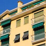 balconi condominiali con serrande