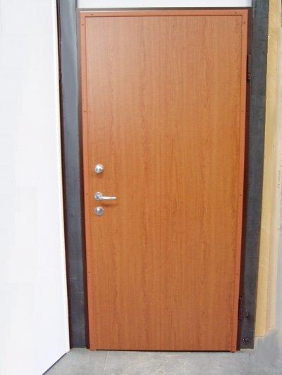 porta blindata chiusa
