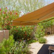 tenda da sole in giardino