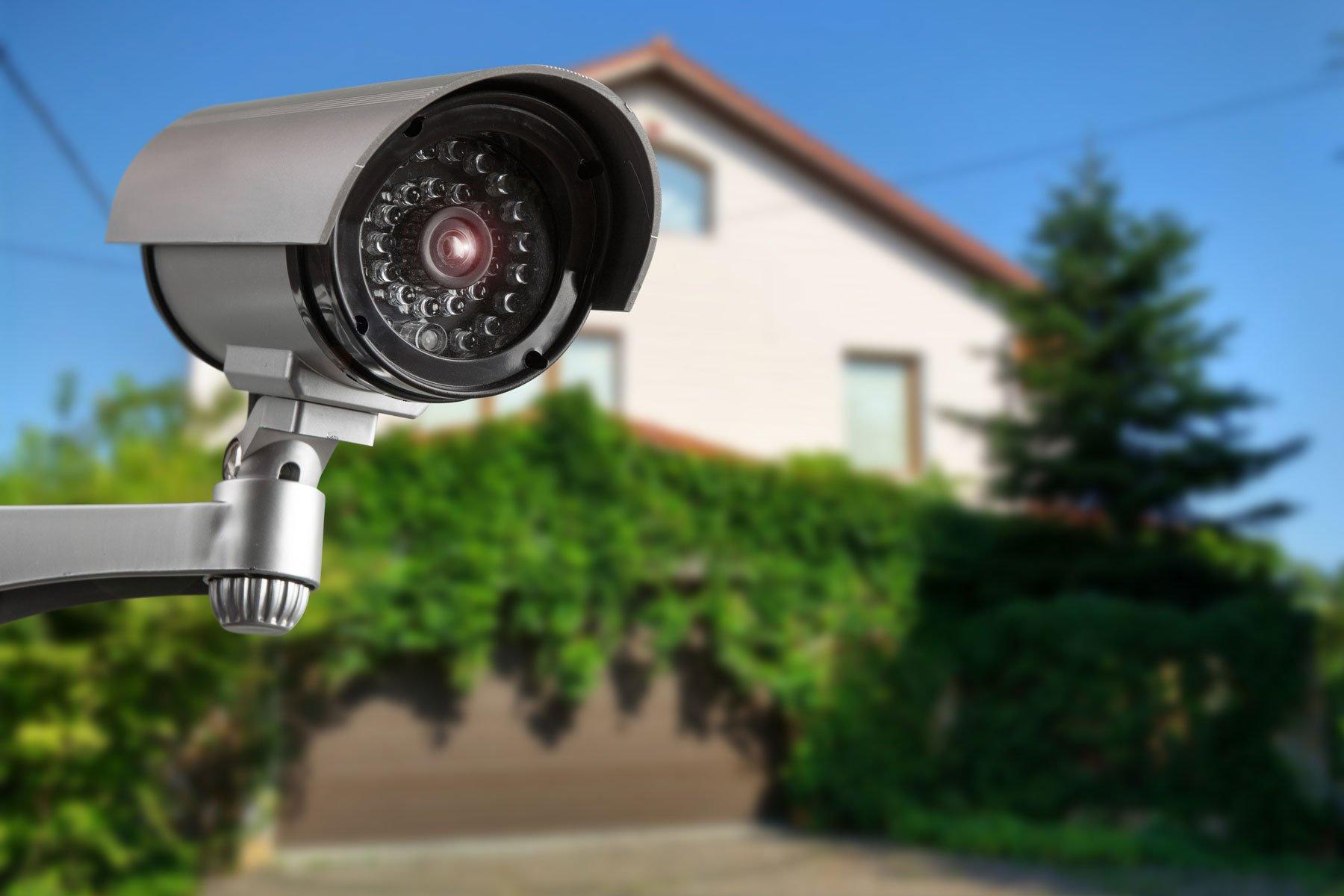 telecamera di sicurezza e casa privata