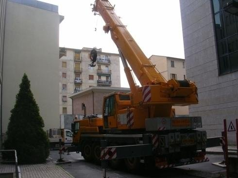 Autogru 70t per lavori edili